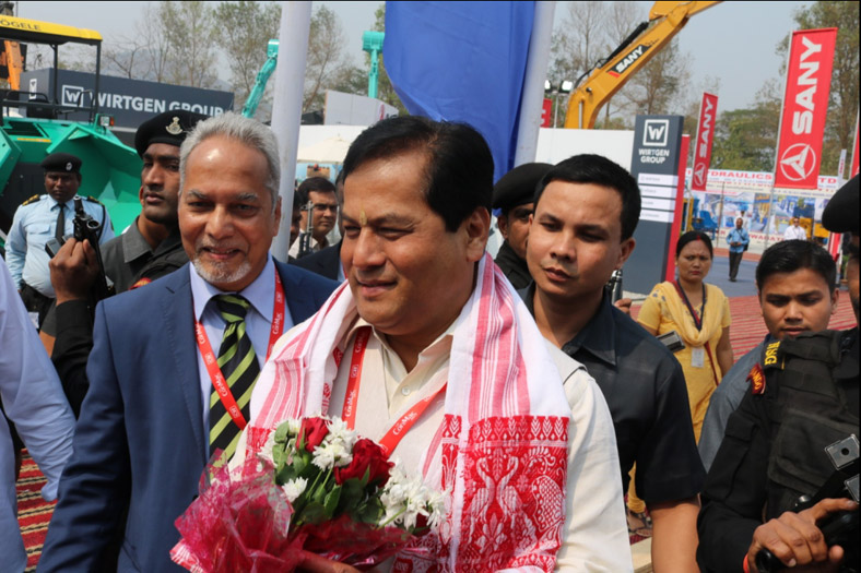 SCHWING-Stetter-India,-VCMD,-Mr.-Anand-Sundaresan-&-Assam-CM,-Mr.-Sarbananda-Sonowal-at-Schwing-Stetter-Stall-in-CONMAC-2017-ACE